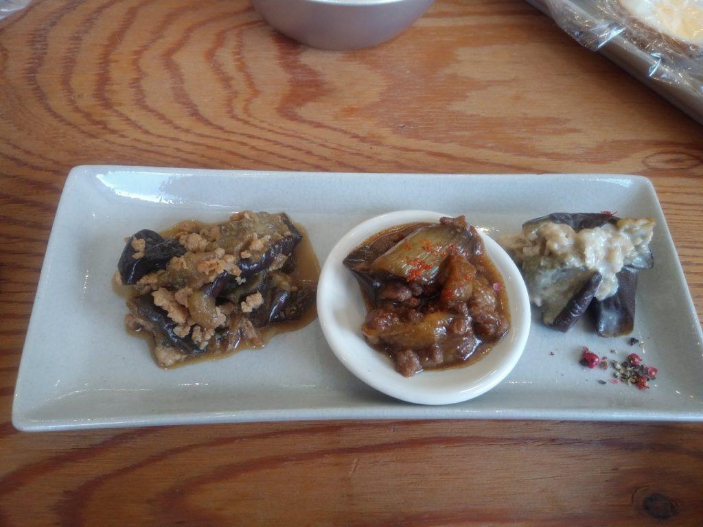 蒸し焼きナスの料理3種:いずれも鶏ひき肉をベース。左から和風、中華風、洋風